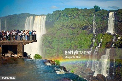 Crowd watching rainbow over iguazu falls : Foto de stock