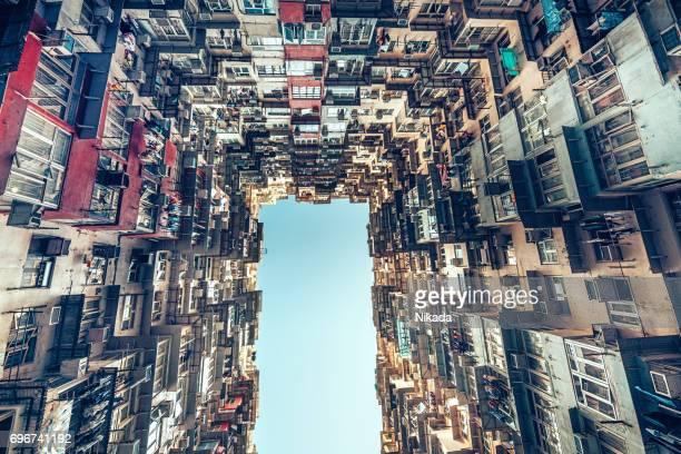 Überfüllten Mehrfamilienhaus in Hong Kong, China