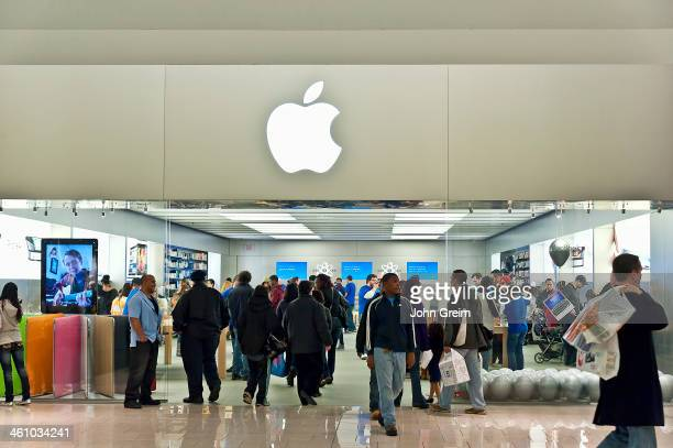 Crowded Apple retail store