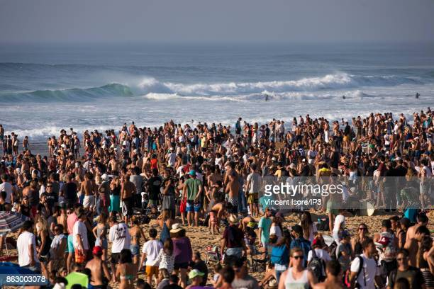 Crowded beach during the Quicksilver Pro France surf competition on October 14 2017 in Hossegor France The French stage of the World Cup of surfing...