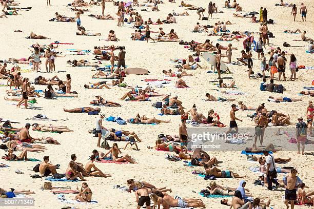 Überfüllten Strand in heißen Sommertag Sydney, Australien, Bondi beach
