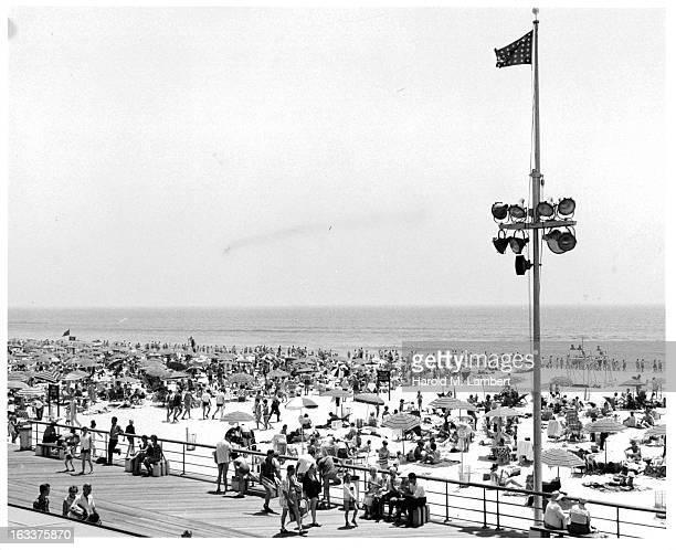Crowded Jones Beach in New York 1960