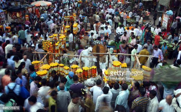 Crowded market a day ahead of Dussehra outside Dadar Station West