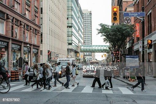 Crowded Pedestrian Crossing In Canada : Foto de stock