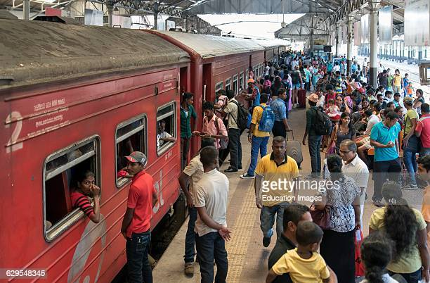 Crowded Platform Colombo Fort Railway Station Sri Lanka