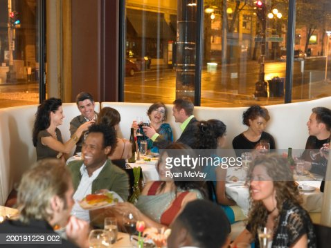 Crowded Restaurant Stock Photos and Pictures | Getty Images