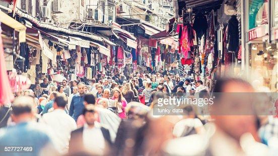 群衆のエミノニュイスタンブールで