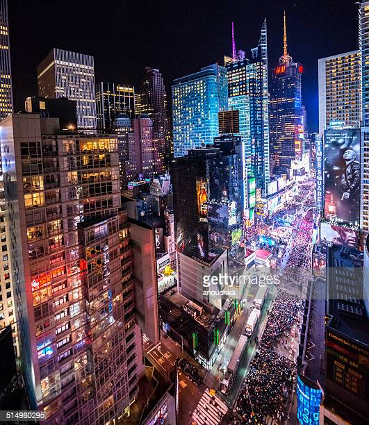 Publikum feiern Sie Silvester in Times Square, NYC