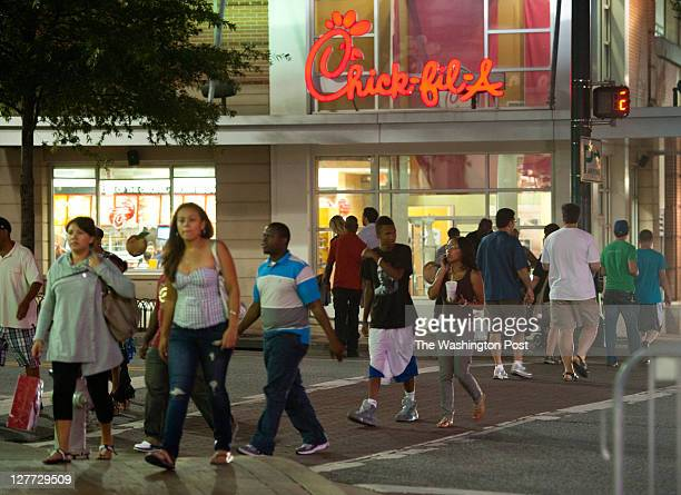 Crowds cross Fenton Street on Ellsworth Drive Montgomery county is currently debating whether to have a curfew Downtown Silver Spring is one of the...