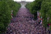 Crowds fill The Mall in central London to watch a flypast after a parade 04 June 2002 as part of the Golden Jubilee celebrations of Britain's Queen...