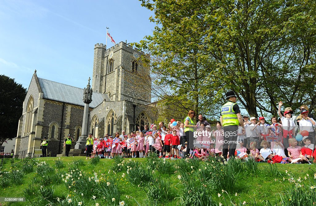 Crowds gather for Queen Elizabeth IIs arrival at St Peter's Church, Berkhamsted before her visit to Berkhamsted School on May 6, 2016 in Berkhamsted, England.