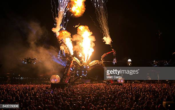 Crowds gather under the Arcadia Spider on the Pyramid Stage at the Glastonbury Festival 2016 at Worthy Farm Pilton on June 25 2016 in Glastonbury...