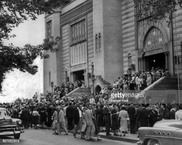 Crowds jam the doors of Temple Emanuel at the corner of Pearl St and E 16th Ave as Denver's Jewish citizens begin their celebration of Rosh Hashana...