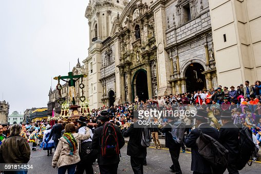 Crowds observing religious procession in front of cathedral : Stock Photo