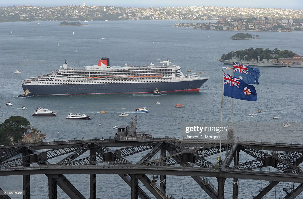 Crowds on the shore and boats on the water greet Queen Mary 2 on March 7 2010 in Sydney Australia The largest ship to ever visit Australia Cunard's...