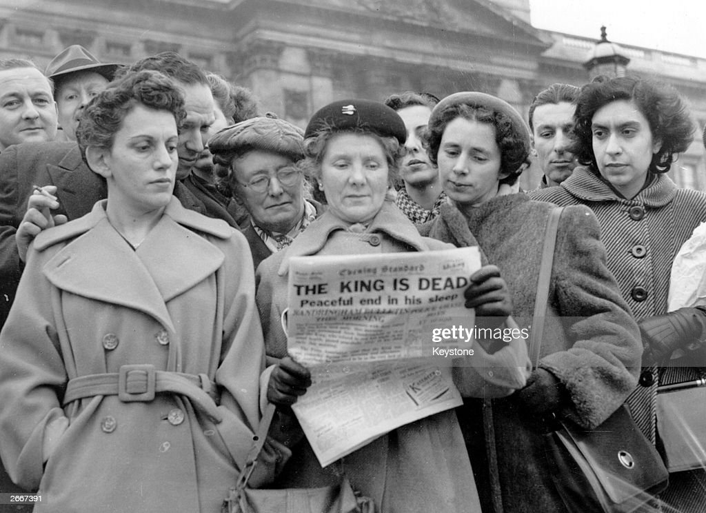 Crowds outside Buckingham Palace London reading the news that King George VI had died at Sandringham