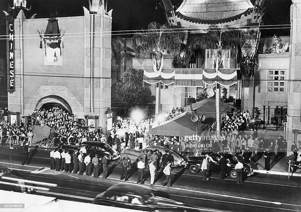 USA Los Angeles Hollywood Studios Driving up for a premiere at 'Grauman's Chinese Theater' undated probably 1948ies 1948 Vintage property of ullstein...