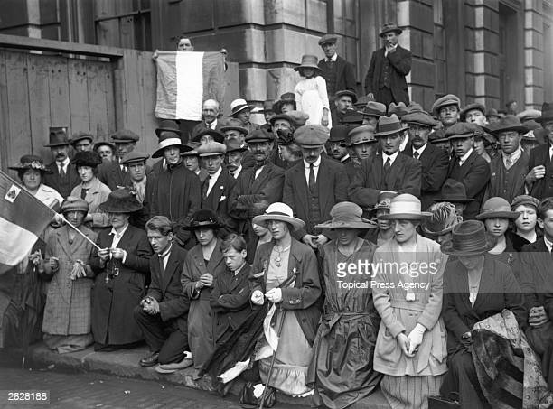 Crowds recite the rosary outside the gates to Downing Street London whilst Sinn Fein and the British government negotiate over the Treaty