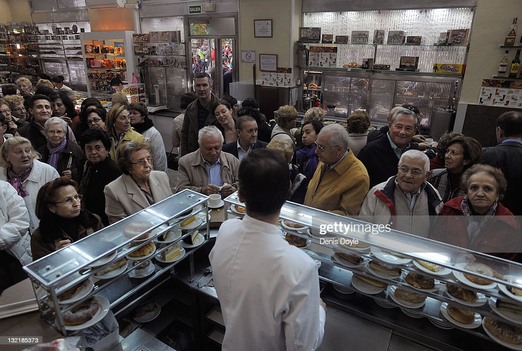 Crowds wait to buy pastries at La Mallorquina cafe on November 09, 2011 in Madrid, Spain. The current Eurozone debt crisis has left Spain with crippling economic problems. Mounting debts, record unemployment figures and the recent credit rating downgrade is leaving the country facing further economic stagnation. The people of Spain are preparing to go to the polls for a general election which will be held on November 20, 2011.
