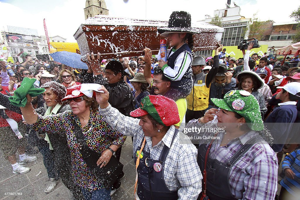 Crowds wave and cry during Entierro Del Pepino Fest as part of canival closing celebration on Marcha 9, 2014 in La Paz, Bolivia. (Photo by Jose Luis Quintana/LatinContent/Getty Images).