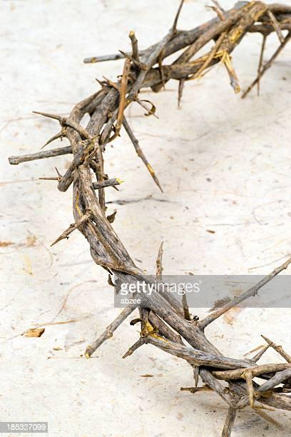 Coroa de papel na mão feita Thorns