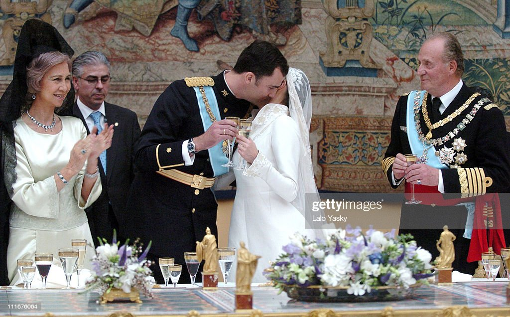 crown-prince-felipe-and-letizia-ortiz-during-the-wedding-banquet-at-picture-id111676064