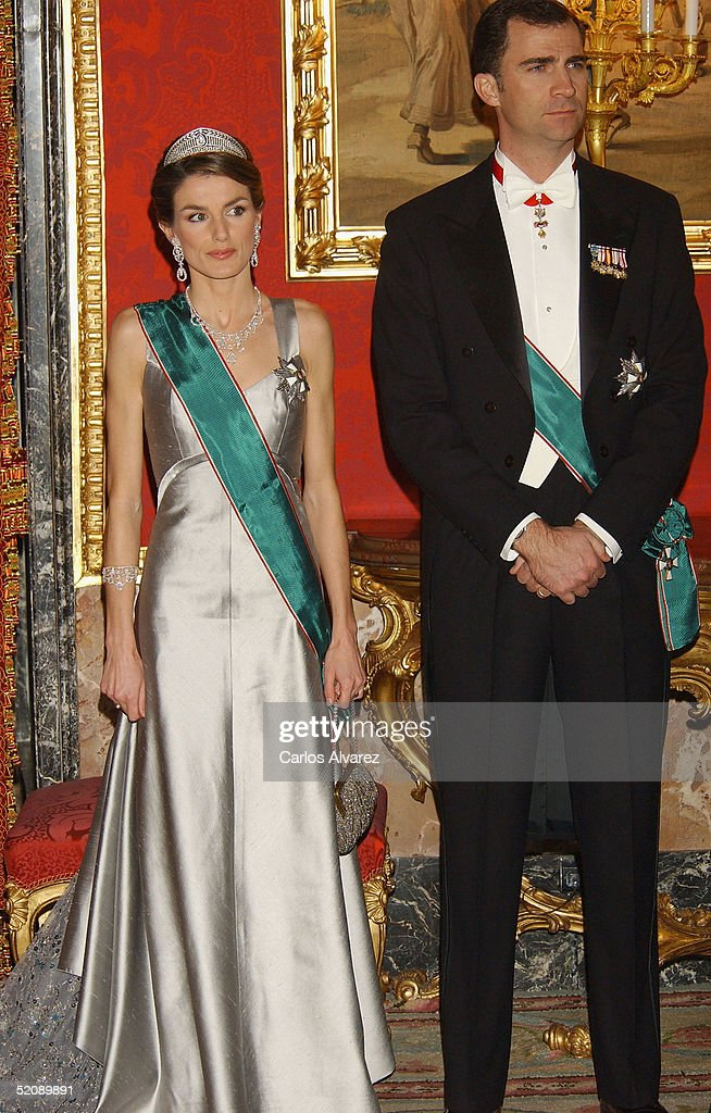 Crown Prince Felipe and Princess Letizia of Spain attend a Gala Dinner reception for the Hungarian President and his wife at the Royal Palace on January 31, 2005 in Madrid, Spain.