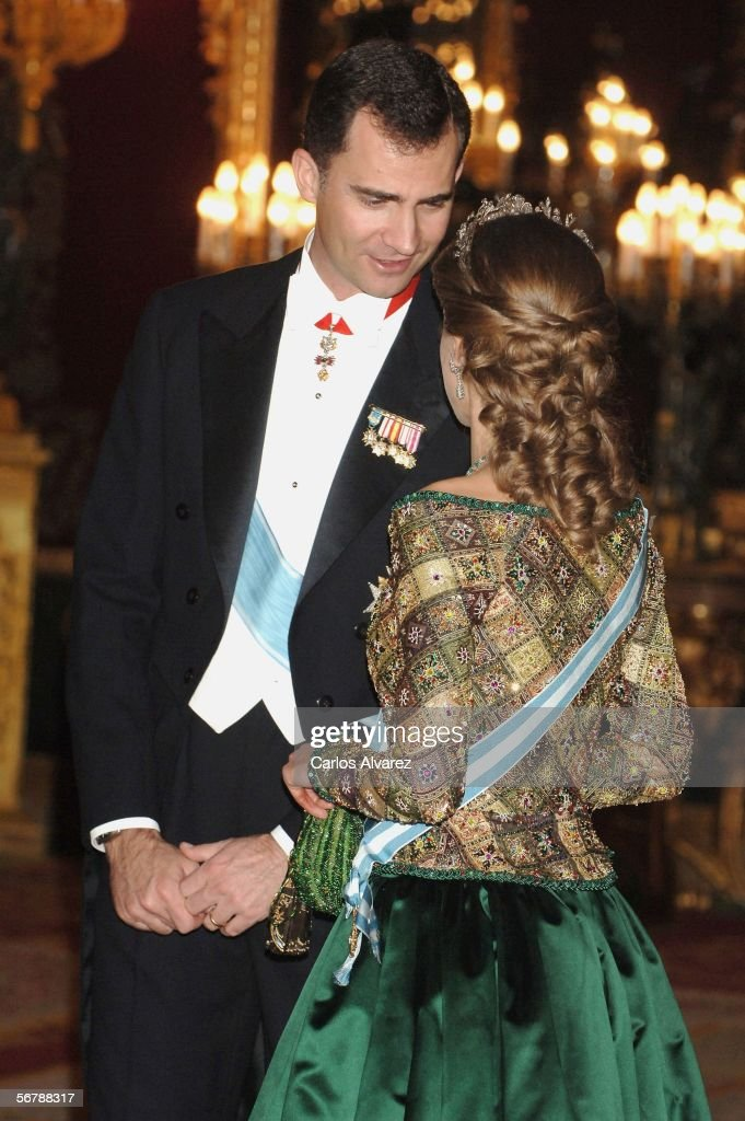 crown-prince-felipe-and-princess-letizia-of-spain-attend-an-official-picture-id56788317