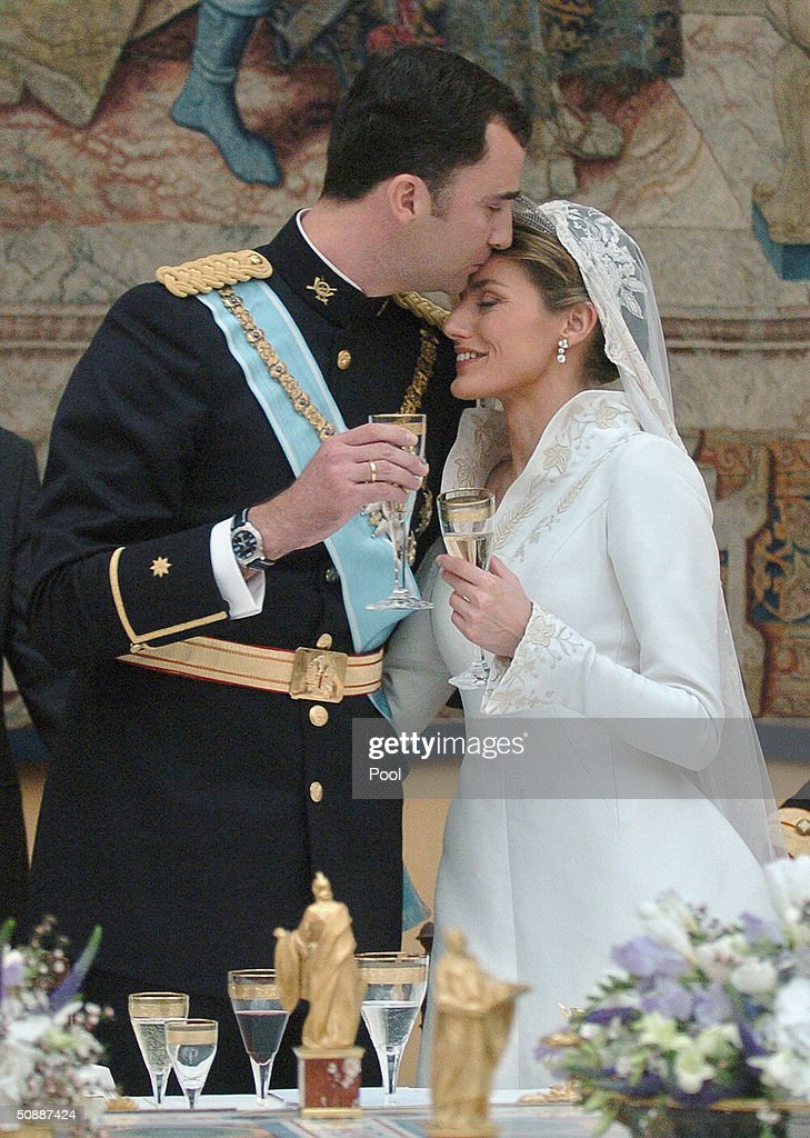Crown Prince Felipe de Bourbon kisses his new wife Princess Letizia Ortiz during the celebratory wedding banquet at the royal palace May 22, 2004 in Madrid, Spain.