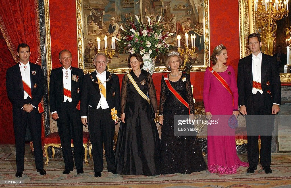 Crown Prince Felipe of Spain, King Juan Carlos, German President Johannes Rau and wife Christina Rau, Queen Sofia, and Princess Cristina with husband <a gi-track='captionPersonalityLinkClicked' href=/galleries/search?phrase=Inaki+Urdangarin&family=editorial&specificpeople=159330 ng-click='$event.stopPropagation()'>Inaki Urdangarin</a>