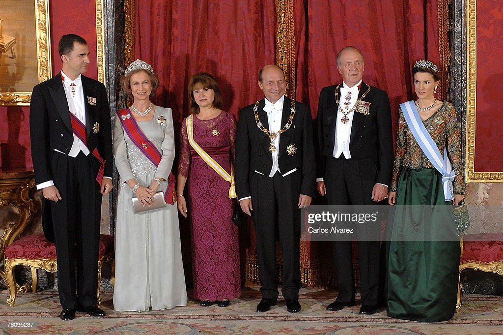 Crown Prince Felipe, Queen Sofia, Romanian President?s wife Miss Basescu, Romanian President Traian Basescu, King Juan Carlos and Princess Letizia of Spain pose during the Royal Gala Dinner in honour of Rumanian President at the Royal Palace on November 26, 2007 in Madrid, Spain