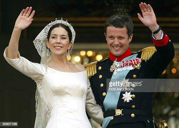 Crown prince Frederik and Crown princess Mary of Denmark wave to wellwishers from the balcony at Amalienborg castle in Copenhagen 14 May 2004 after...
