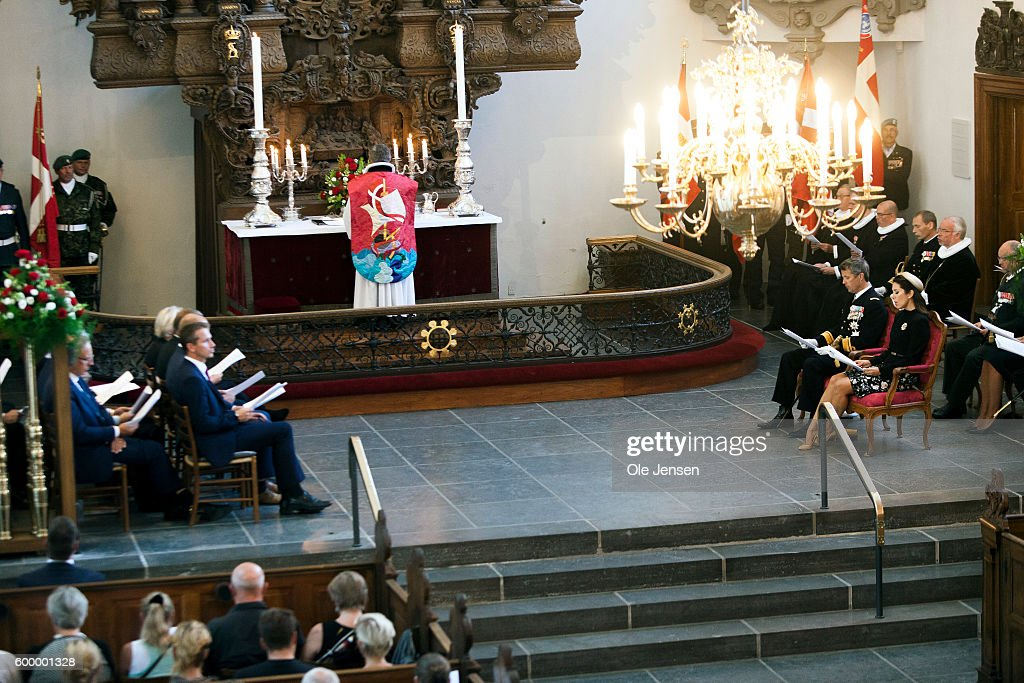 crown-prince-frederik-of-denmark-and-crown-princess-mary-of-denmark-picture-id600001328