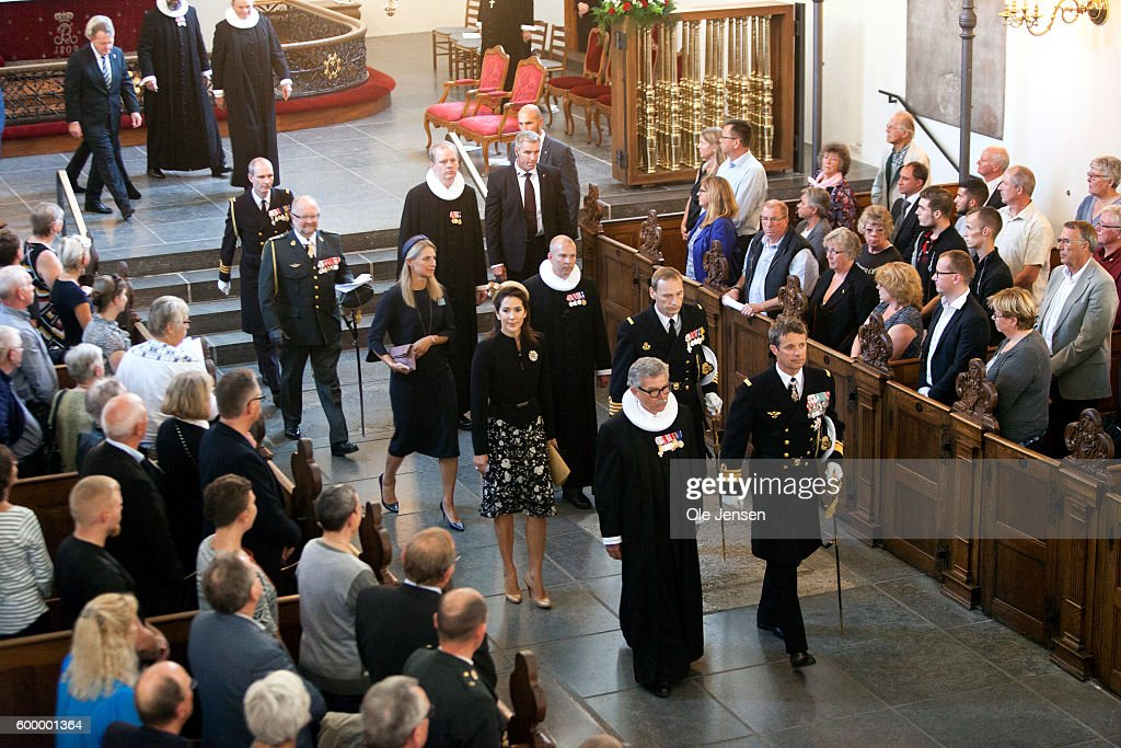 crown-prince-frederik-of-denmark-and-crown-princess-mary-of-denmark-picture-id600001364