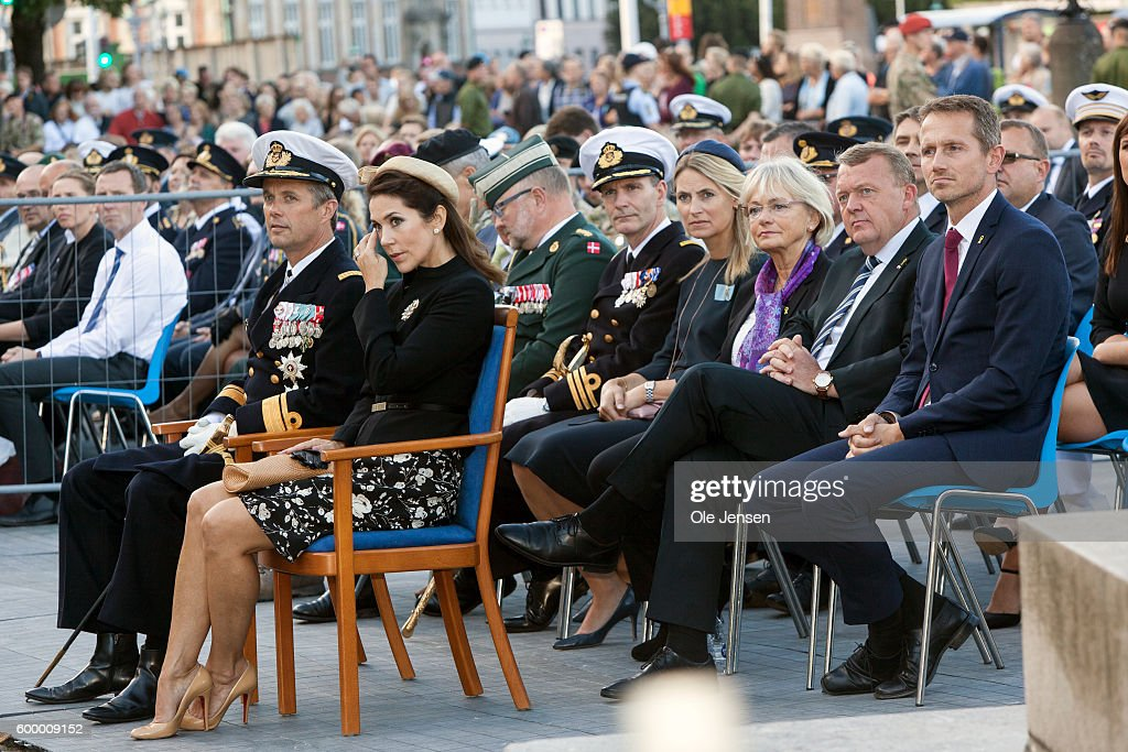 crown-prince-frederik-of-denmark-and-crown-princess-mary-of-denmark-picture-id600009152