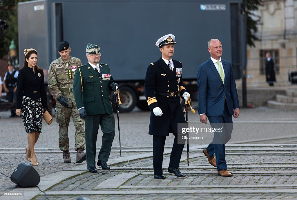crown-prince-frederik-of-denmark-and-crown-princess-mary-of-denmark-picture-id600009324