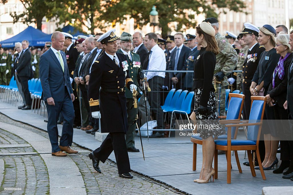 crown-prince-frederik-of-denmark-and-crown-princess-mary-of-denmark-picture-id600009494
