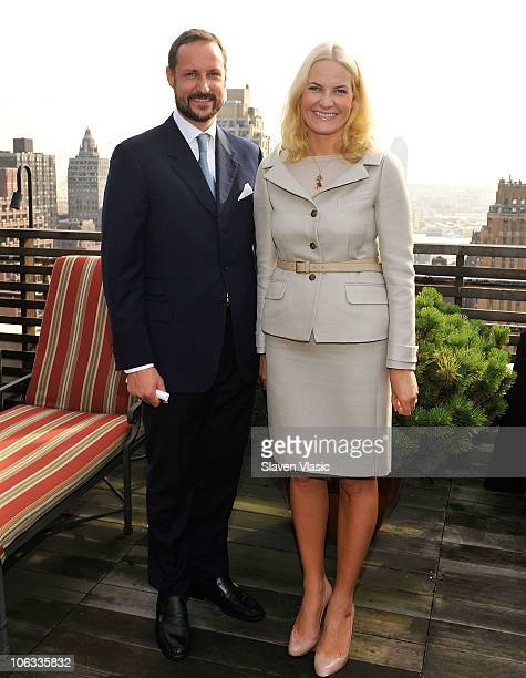 Crown Prince Haakon and Crown Princess MetteMarit of Norway pose at the Norwegian Consul General's residence on October 28 2010 in New York City