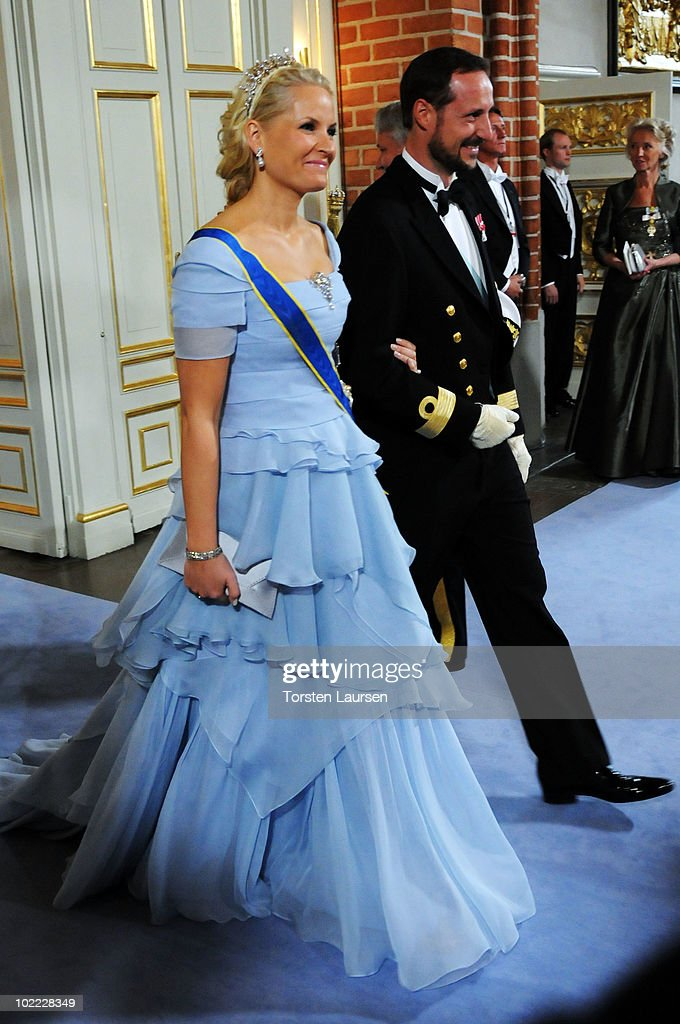 crown-prince-haakon-of-norway-and-crown-princess-mette-marit-of-the-picture-id102228349