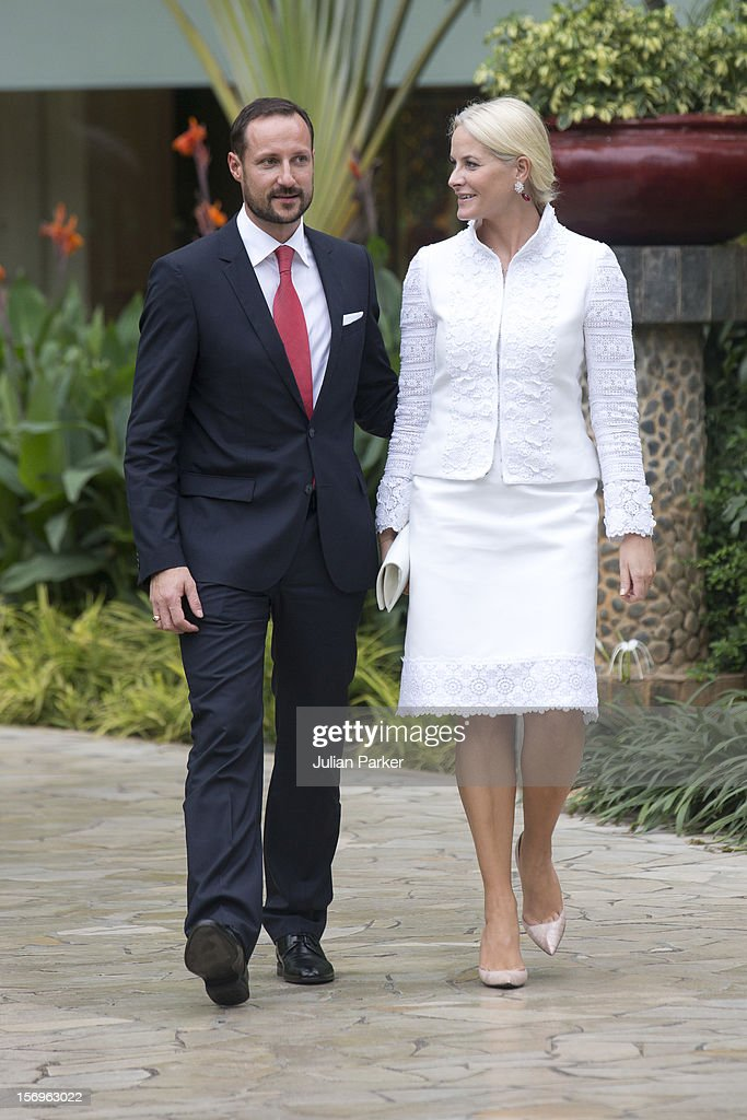 <a gi-track='captionPersonalityLinkClicked' href=/galleries/search?phrase=Crown+Prince+Haakon+of+Norway&family=editorial&specificpeople=158362 ng-click='$event.stopPropagation()'>Crown Prince Haakon of Norway</a> and <a gi-track='captionPersonalityLinkClicked' href=/galleries/search?phrase=Crown+Princess+Mette-Marit&family=editorial&specificpeople=171288 ng-click='$event.stopPropagation()'>Crown Princess Mette-Marit</a> of Norway attend a meeting with the Norwegian Business delegation, at The Shangri-La Hotel, Jakarta, during an official 3-day visit to Indonesia, on November 26, 2012 in Jakarta, Indonesia. The visit intends to strengthen and develop the existing relationship between the countries, especially in relation to the energy, maritime, trade and investment sectors.