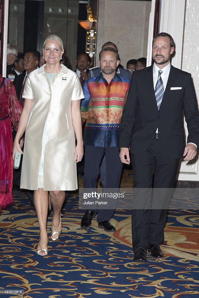 <a gi-track='captionPersonalityLinkClicked' href=/galleries/search?phrase=Crown+Prince+Haakon+of+Norway&family=editorial&specificpeople=158362 ng-click='$event.stopPropagation()'>Crown Prince Haakon of Norway</a> and <a gi-track='captionPersonalityLinkClicked' href=/galleries/search?phrase=Crown+Princess+Mette-Marit&family=editorial&specificpeople=171288 ng-click='$event.stopPropagation()'>Crown Princess Mette-Marit</a> of Norway attend a concert, and Seafood buffet dinner, at The Shangri-La Hotel, Jakarta during an official 3-day visit to Indonesia, on November 27, 2012 in Jakarta, Indonesia. The visit intends to strengthen and develop the existing relationship between the countries, especially in relation to the energy, maritime, trade and investment sectors.