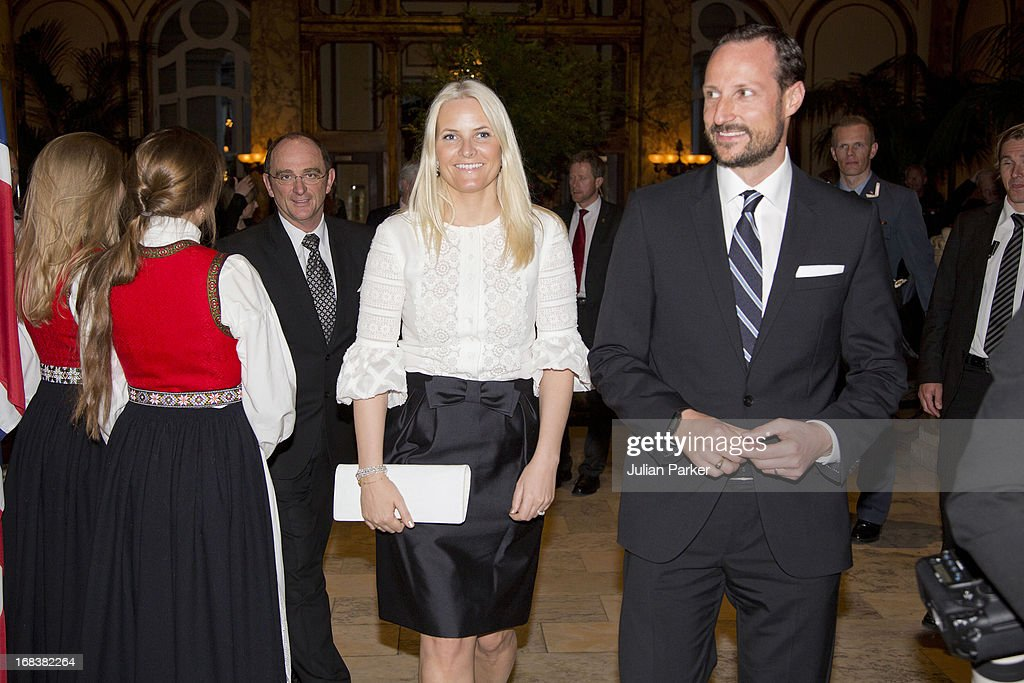 <a gi-track='captionPersonalityLinkClicked' href=/galleries/search?phrase=Crown+Prince+Haakon+of+Norway&family=editorial&specificpeople=158362 ng-click='$event.stopPropagation()'>Crown Prince Haakon of Norway</a> and <a gi-track='captionPersonalityLinkClicked' href=/galleries/search?phrase=Crown+Princess+Mette-Marit&family=editorial&specificpeople=171288 ng-click='$event.stopPropagation()'>Crown Princess Mette-Marit</a> of Norway attend a buffet dinner at The Fairmont Hotel, during day four of their week long visit to the USA, on May 8, 2013 in San Francisco, United States. The visit by TRH aims to promote Norwegian innovation and to celebrate 40 years of Norwegian participation at the annual Offshore Technology Conference.