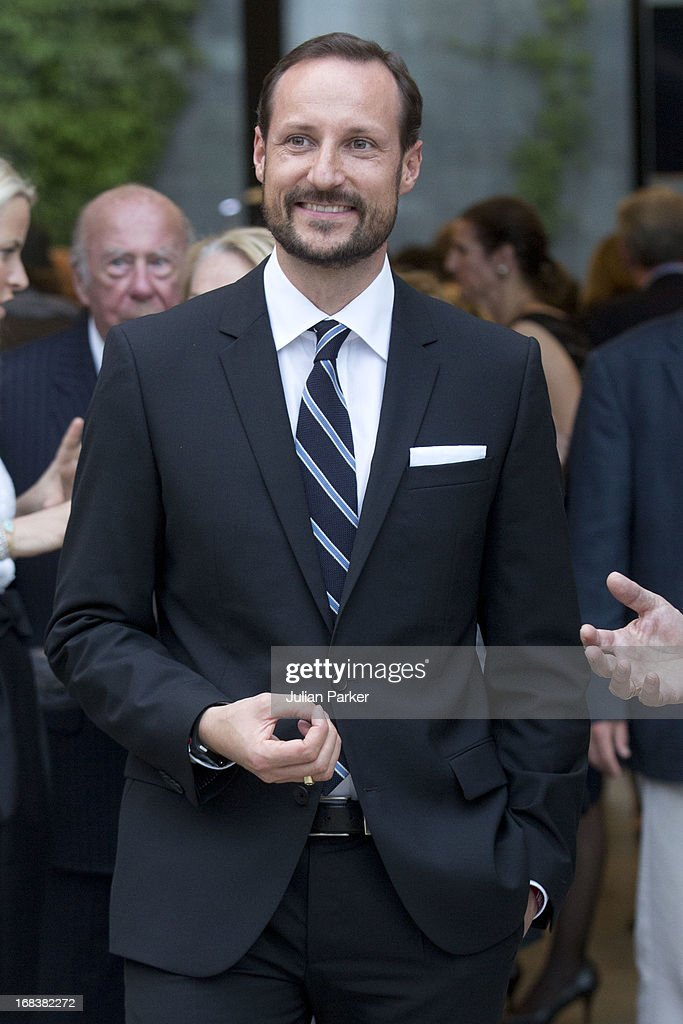 <a gi-track='captionPersonalityLinkClicked' href=/galleries/search?phrase=Crown+Prince+Haakon+of+Norway&family=editorial&specificpeople=158362 ng-click='$event.stopPropagation()'>Crown Prince Haakon of Norway</a> and Crown Princess Mette-Marit of Norway attend a reception at SF MOMA, The San Francisco Musuem of Modern Art during day four of their week long visit to the USA, on May 8, 2013 in San Francisco, United States. The visit by TRH aims to promote Norwegian innovation and to celebrate 40 years of Norwegian participation at the annual Offshore Technology Conference.