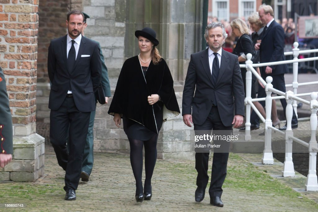 <a gi-track='captionPersonalityLinkClicked' href=/galleries/search?phrase=Crown+Prince+Haakon+of+Norway&family=editorial&specificpeople=158362 ng-click='$event.stopPropagation()'>Crown Prince Haakon of Norway</a>, Princess Martha Louise of Norway and husband <a gi-track='captionPersonalityLinkClicked' href=/galleries/search?phrase=Ari+Behn&family=editorial&specificpeople=157738 ng-click='$event.stopPropagation()'>Ari Behn</a> attend a memorial service for Prince Friso of The Netherlands who passed away in August 12, 2013 following a skiing accident in February 2012, on November 2, 2013 in Delft, Netherlands.