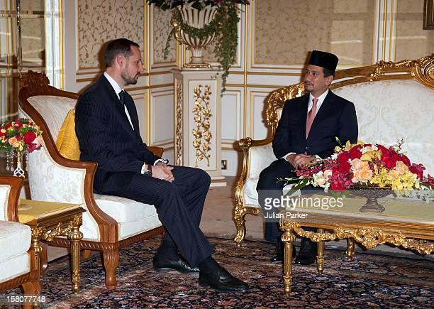 Crown Prince Haakon Talks To The King Of Malaysia His Majesty Tuanku Mizan Zainal Abidin At Istana Negara In Kuala Lumpur Malaysia