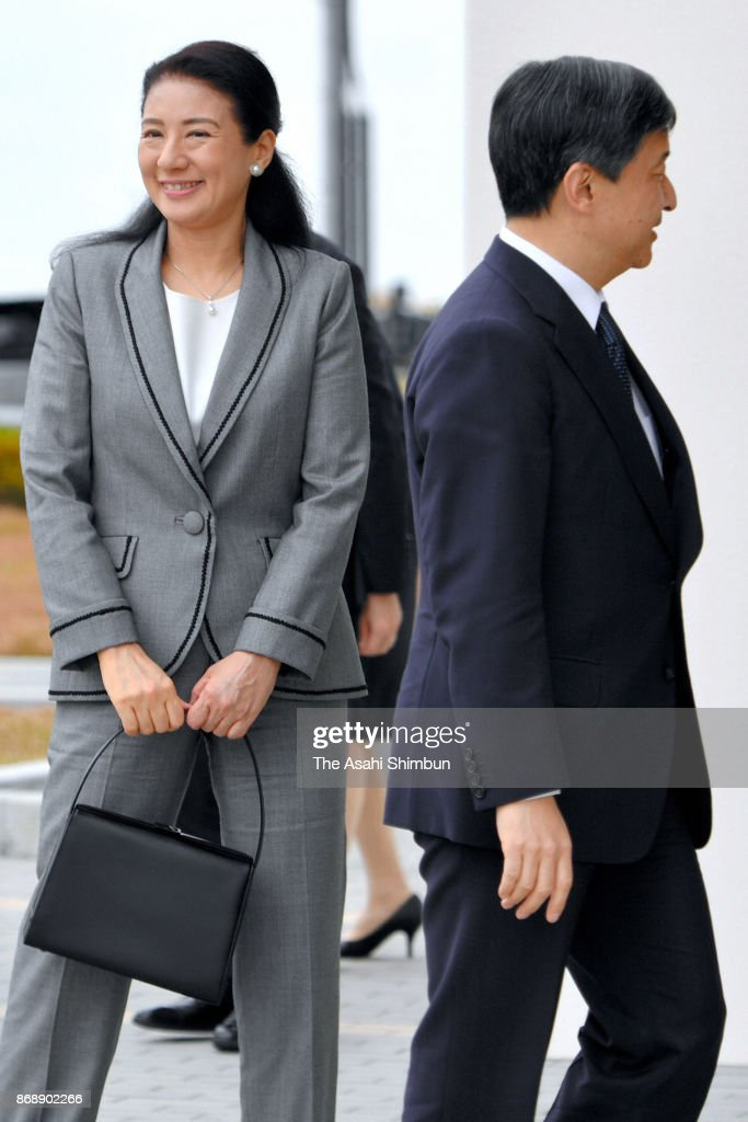 CASA IMPERIAL DE JAPÓN - Página 4 Crown-prince-naruhito-and-crown-princess-masako-are-seen-on-arrival-picture-id868902266