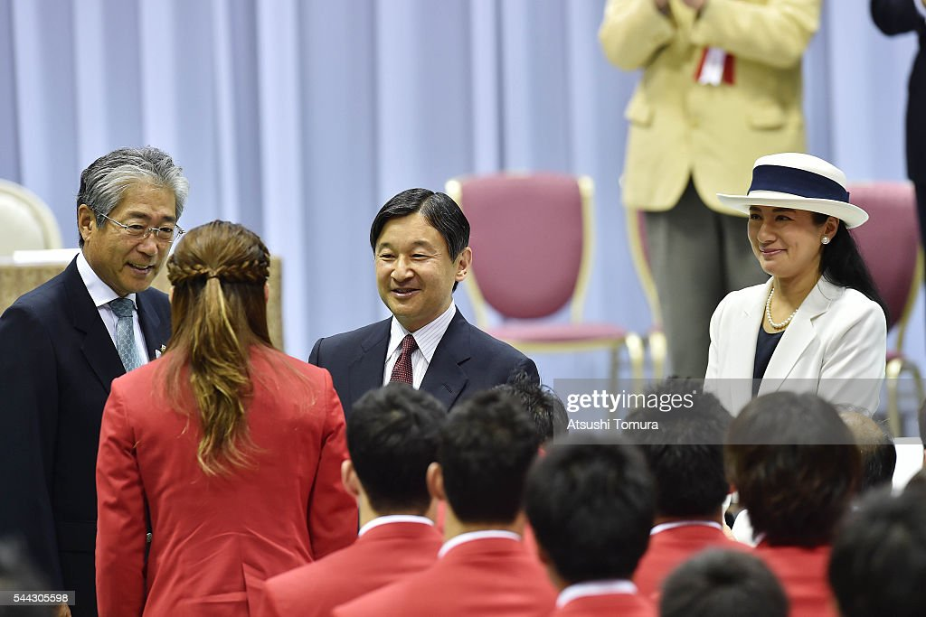 crown-prince-naruhito-and-crown-princess-masako-attend-the-sendoff-picture-id544305598
