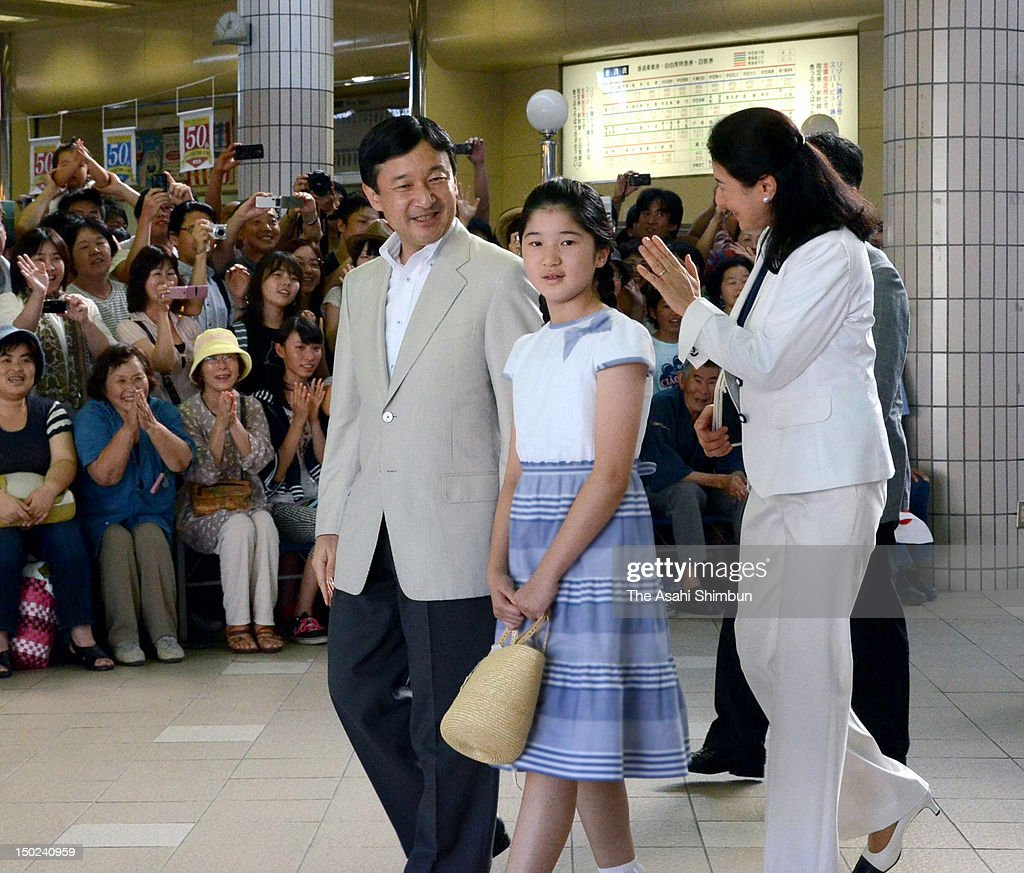 Crown Prince Naruhito Crown Princess Masako and Princess Aiko are seen upon arrival at Izukyu Shimoda station on August 12 2012 in Shimoda Japan The...