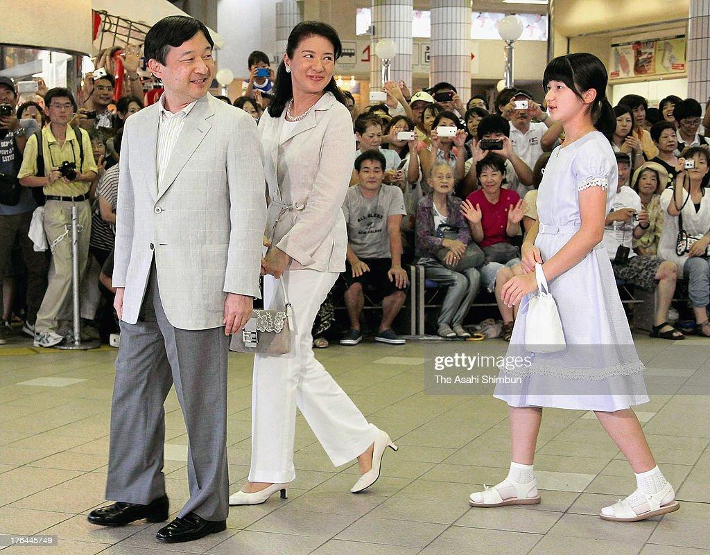 Crown Prince Naruhito Crown Princess Masako and Princess Aiko are seen upon arrival at Izukyu Shimoda station on August 12 2013 in Shimoda Japan The...