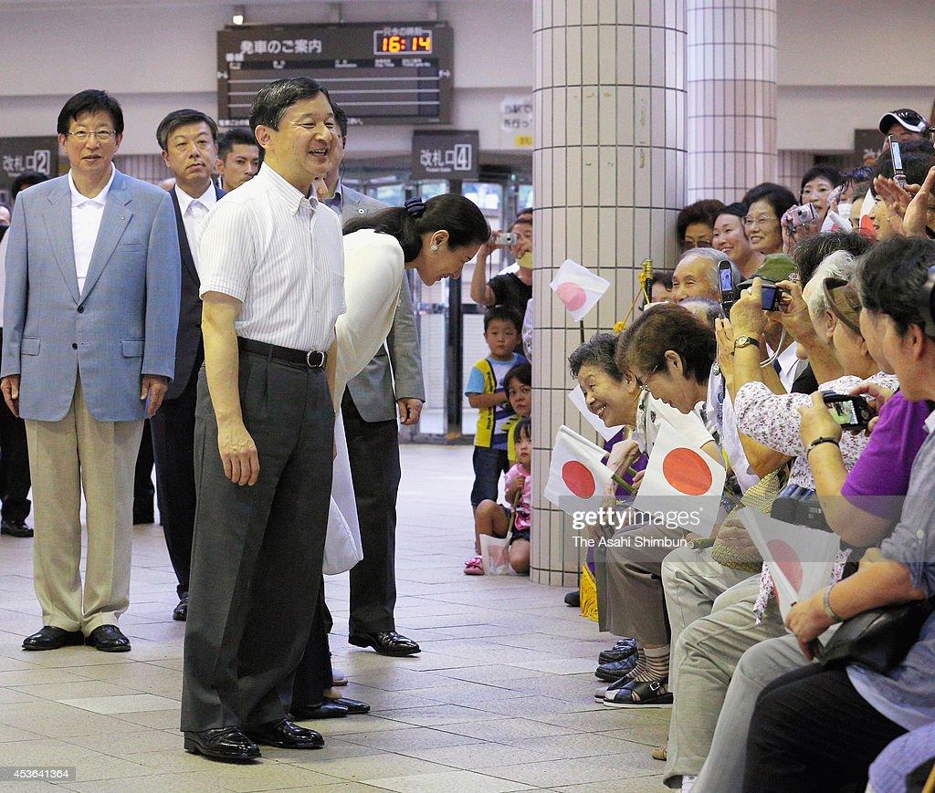 Crown Prince Naruhito Crown Princess Masako and Princess Aiko wave to wellwishers upon arrival at Izukyu Shimoda Station on August 12 2014 in Shimoda...